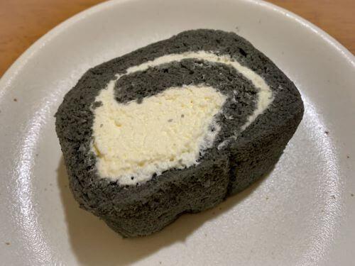 白老 お土産 レア 炭ロールケーキ