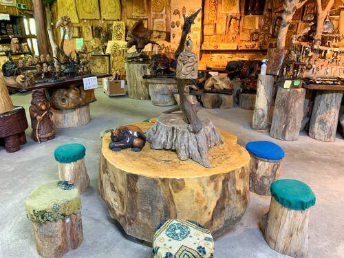 白老 荒井工芸館 創作木彫り ハンドメイド 異空間 お土産 木彫り 熊 アイヌ